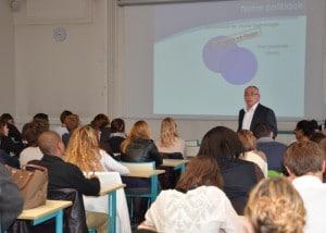 Jean Michel Sanet présente sa conférence sur le traitement des verres