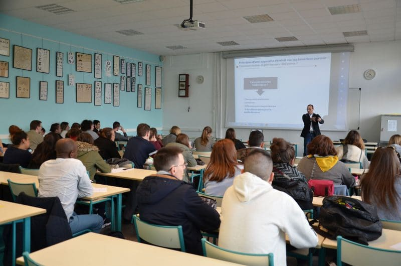 Conférence Essilor sur les verres ophtalmiques auprès des étudiants opticiens de l'ICO