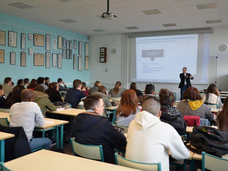 conférence Essilor auprès des étudiants opticiens de l' Institut et Centre d'Optométrie