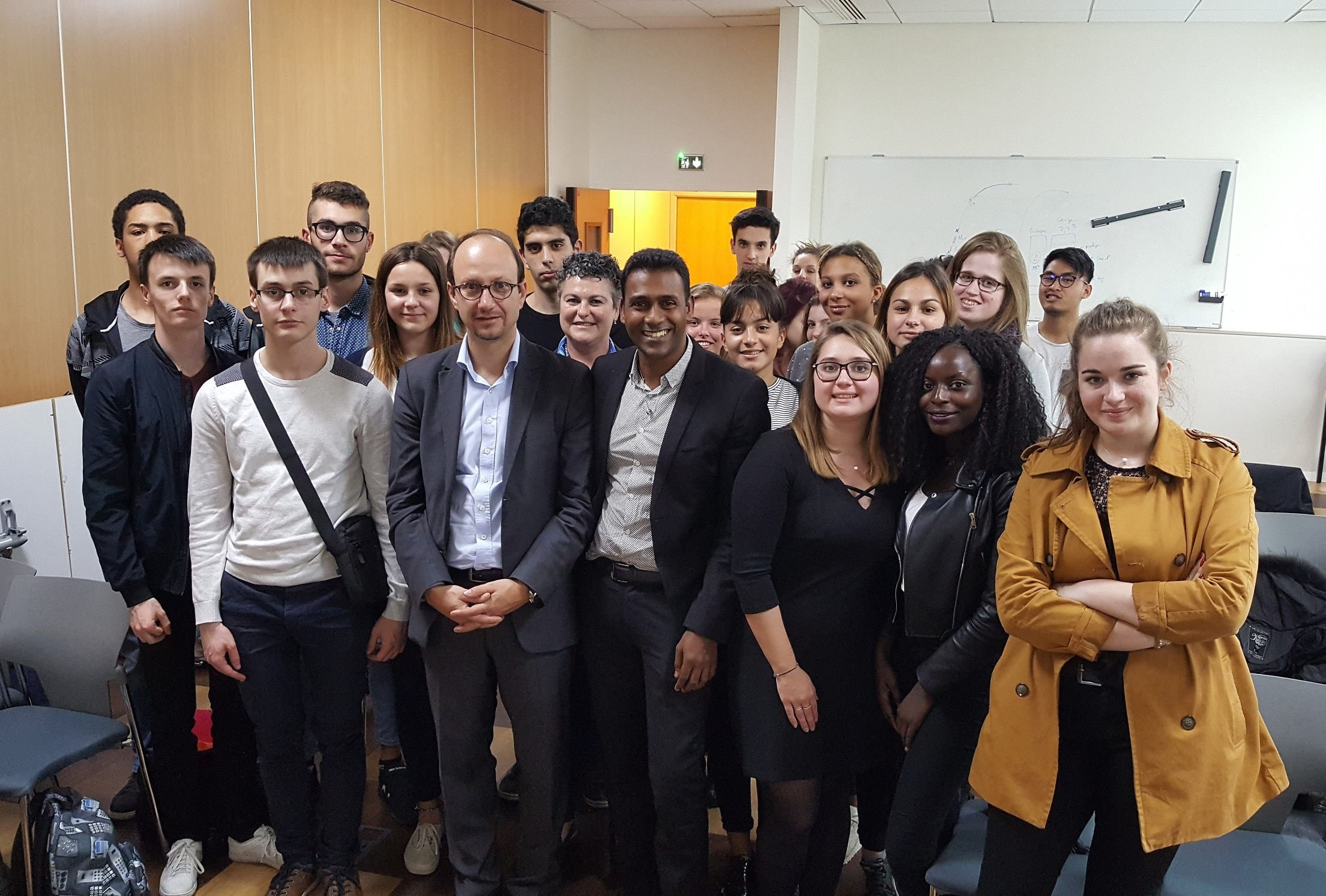 Le parrain de la promo bts ol 2018 a accompagné les étudiants visiter les entreprise française du monde de l'optique